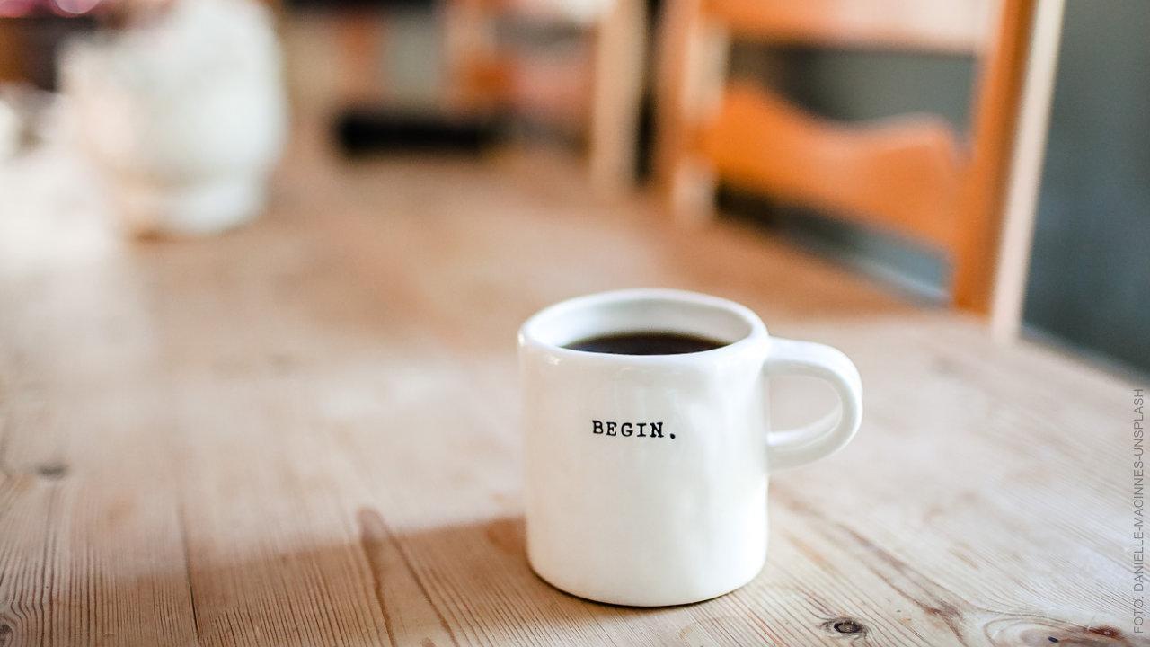 """Kaffeetasse mit Aufschrift """"Begin"""". ffs Café Intakt"""